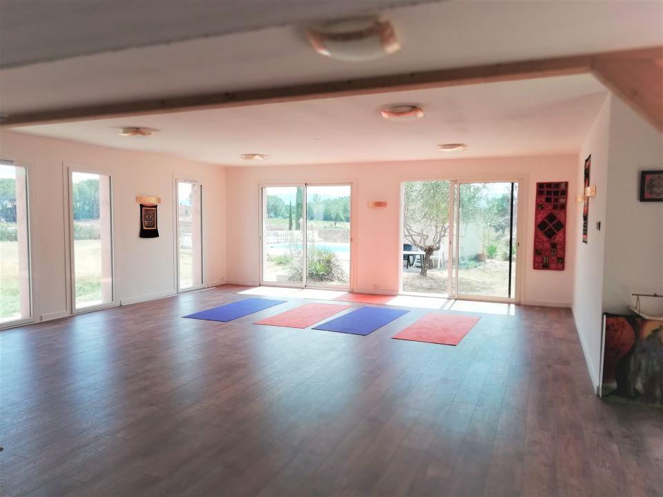 Salle à louer pour prestation cours collectif bien-être ou séminaire au Centre Yoga Elise-ma à Vidauban